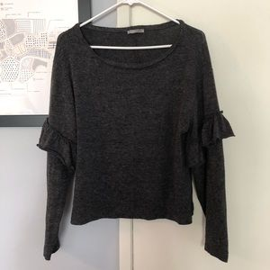 Soft knit grey Zara sweater with drill sleeves